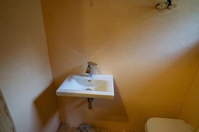 viel kleinkram in bad und toilette unser haus am see. Black Bedroom Furniture Sets. Home Design Ideas